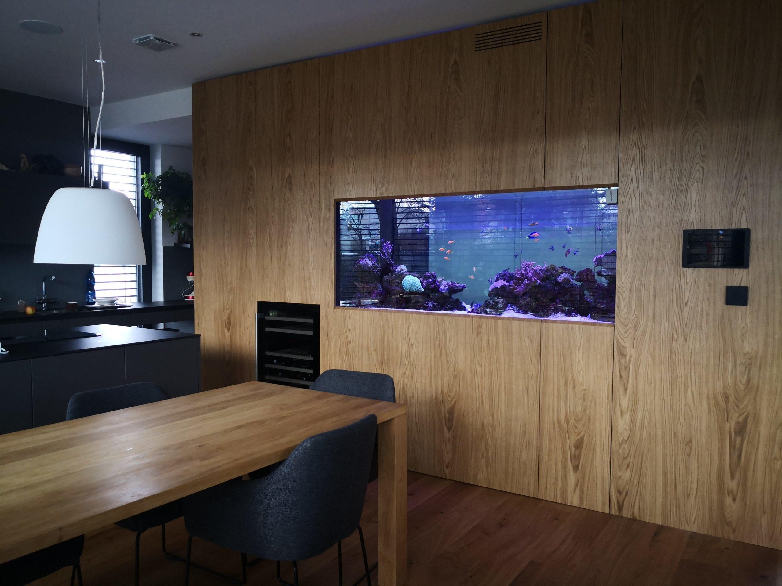 """Nejžádanější varianta mořského akvária tzv. """"fish preferred"""" o objemu 1400 litrů v rodinném domě"""